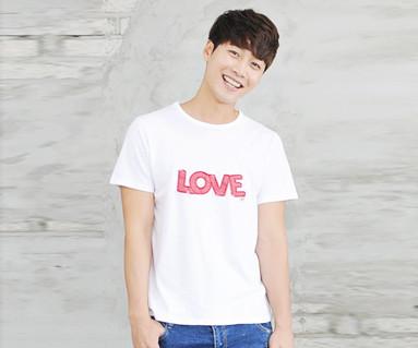 レッドたパッチ円形の男性ショートTシャツ_14B32