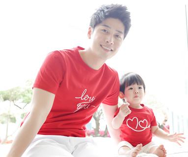 フライング円形パパと赤ちゃんショートTシャツ_15B20