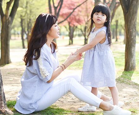 ウィドゥミファミリーのお母さんと赤ちゃんのショートTシャツ_16B08