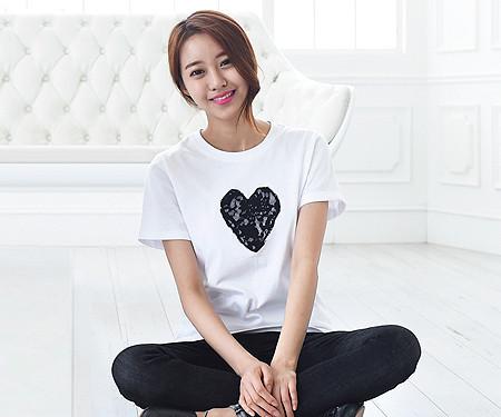 ブラックハート円形の女性ショートTシャツ_15B08